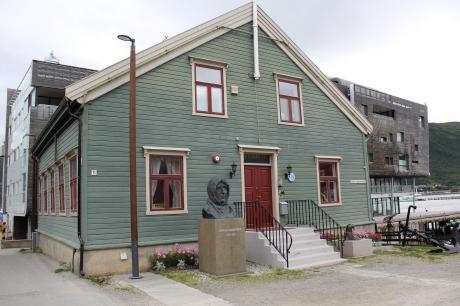 Do Amundsena i jego popiersie